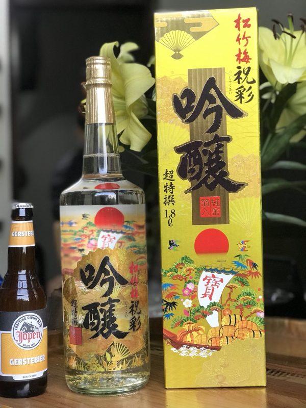 Rượu Sake vẩy vàng