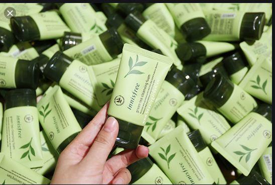 Sữa Rửa Mặt Trà Xanh chiết xuất hoàn toàn từ lá trà xanh.  Kháng khuẩn hỗ trợ điều trị cho cả mụn,  thích hợp với làn da nhạy cảm nhất .