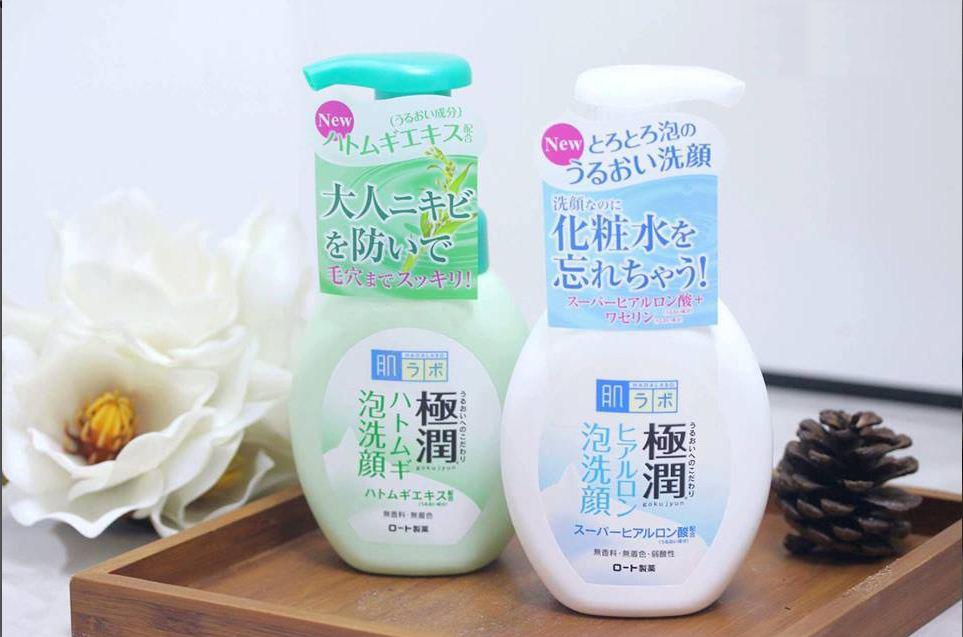 Sữa rửa mặt tạo bọt Nhật Bản.